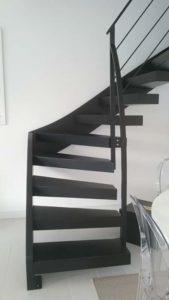 Escalier-deux-quarts-tournant-tout-métal-marches-en-porte-à-faux-2-169x300