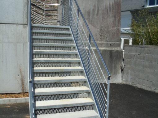 Escalier-extérieur-marches-en-béton-lavé-510x382
