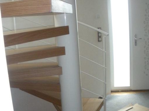 Escalier-hélicoîdal-marches-en-chêne-sans-support-apparent-510x382