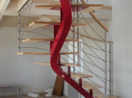 Escalier-limon-central-débillardé-marches-en-frêne-510x382