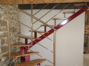 Escalier limon central porteur, marches de 500 mm pour mini espace 2