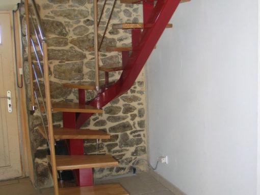 Escalier-limon-central-porteur-marches-de-500-mm-pour-mini-espace-510x382