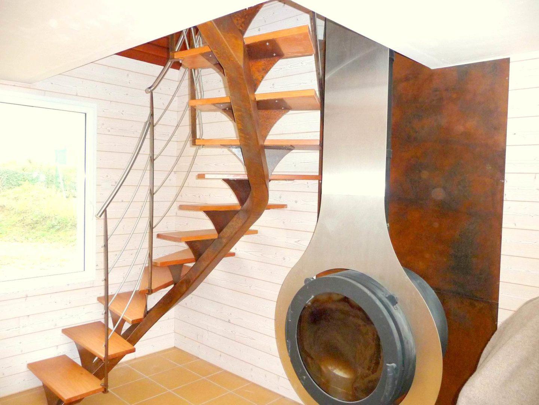 Escalier-limon-quart-tournant-finition-rouillée-avec-tôle-murale-finition-rouillée