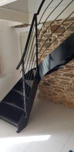Escalier-metallique-interieur-Le-Conquet-146x300
