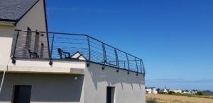 Garde-corps-acier-laque-Le-Conquet-1-300x146