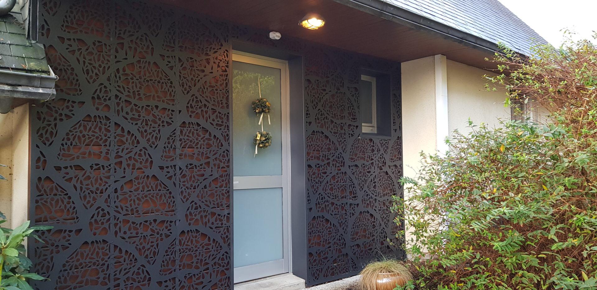 Habillage-facade-aluminium-laque-La-Roche-Maurice-1-1