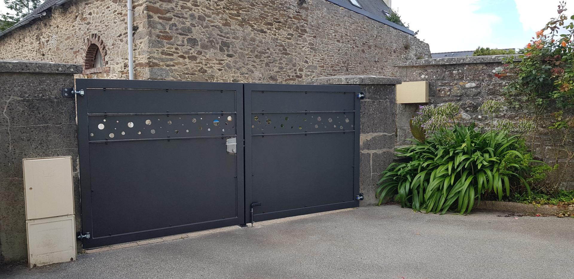 Portail-et-palissade-acier-laque-Guilers-2
